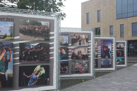 """Otwarcie wystawy plenerowej fotografii ,,10 lat SBF"""" – 6 lipca, godz. 19.50"""